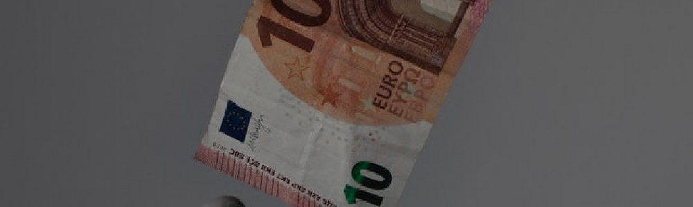 people-exchanging-money-3959485